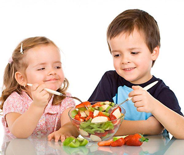 niño-y-comida-saludable